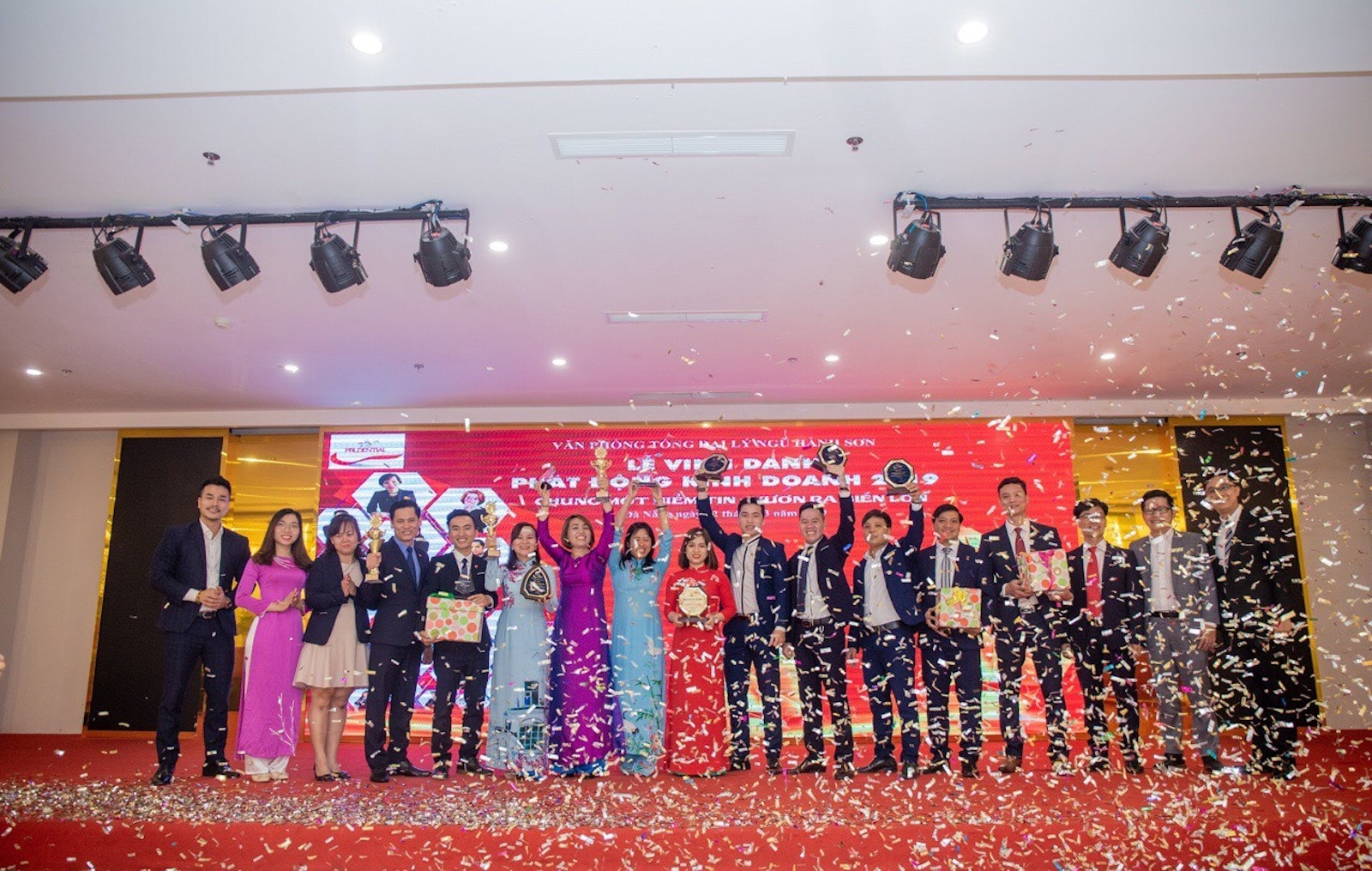 Lễ vinh danh phát động kinh doanh 2019